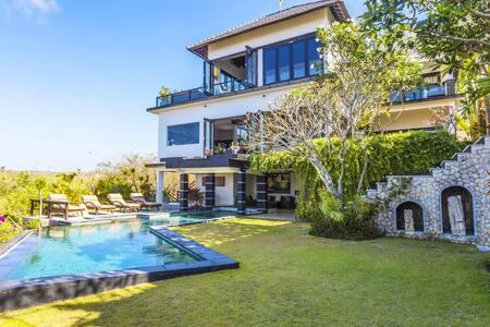 Villa near Uluwatu beach.With view and fresh wind. - Villa
