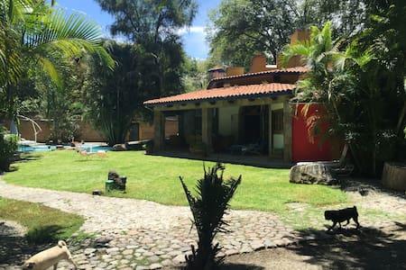 Hermosa casa tipo colonial en Pueblo Mágico - House
