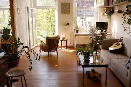 bright sunny 100sqm creative 4 rooms apt - Berlin
