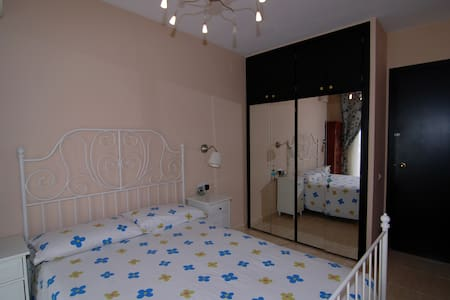 Sitges, 2 habitacionos con baño privado y WIFI - Sitges - Apartment