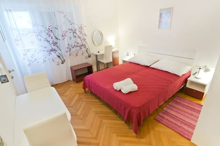 Apartman Vjeročka 3 - House