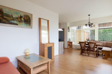 Neue 50q.m Appartment + Garten. - Appartamento