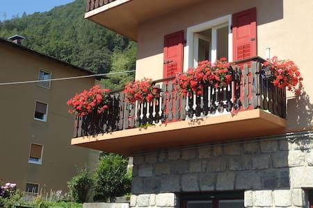 Ampio appartamento con balcone  - Tione di Trento - Wohnung