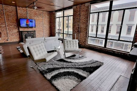 1 BR Apt Loft w/ Bar - Downtown - Loftlakás