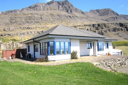 3 Þverhamar, East IS. Einbúi and unique nature - House