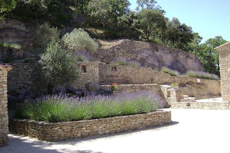 Villa en pierre séche au Le Beaucet - Le Beaucet - Villa