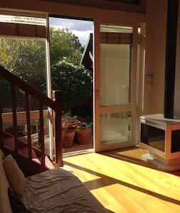 Fresh light cute house - Coburg - Daire