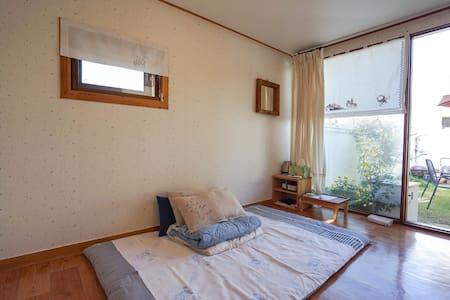 전주한옥마을골목에있는 사랑방 - Jeonju-si  완산구풍남동 3가 38ㅡ 7번지