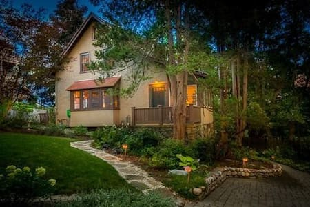 Cozy in-law Suite in West Medford - 德福德