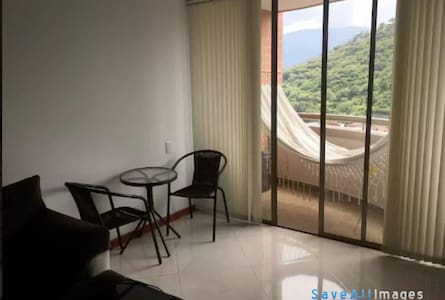 Double room in Medellin - English Speaking Host! - Apartment