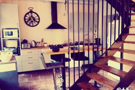 charmante maison de village rénovée ( t3 ). - Buzet-sur-Tarn - Casa