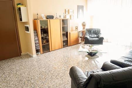 AMPIO TRILOCALE RISTRUTTURATO - Apartment