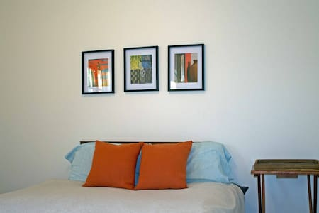 Sutton Apt with View of Mountains - Sutton - Appartement