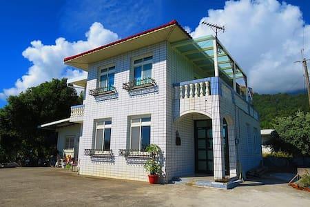 二間4人房、二間2人,獨立衛浴(4人房2800元、2人房1800元) - Chenggong Township