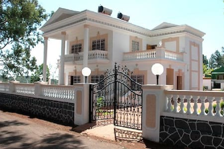 White house 2 bhk - Satara - Bungalow