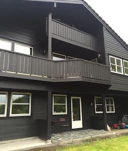 Kjellarleilighet nær Bavallen - Voss - Apartamento