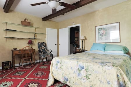 French Country Farm house - Bed & Breakfast