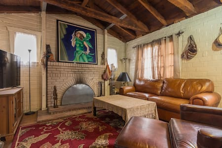 Nice Room in Rustic Brick House in Culver City - Σπίτι
