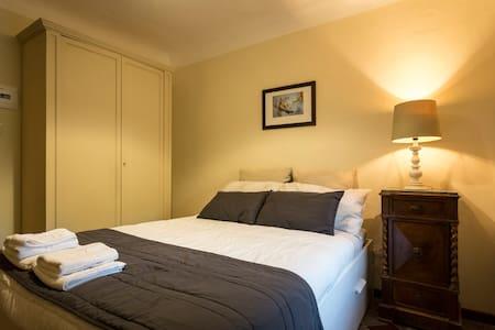 Tenuta del Gelso - Emmellina's room - Bed & Breakfast