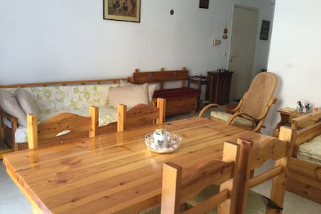 Cozy flat in a  riviera spa town close to Athens - Loutraki - Huoneisto