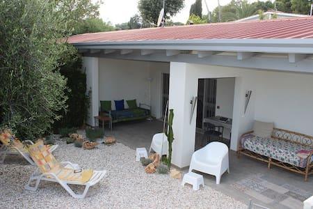 Deliziosa villetta con vista mare - Villaggio Taunus - House