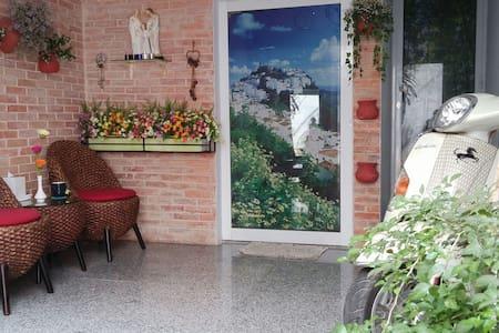 New modern service studio in Dist 3 - Ho-Chi-Minh-Stadt