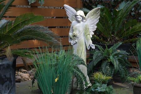 Museum District Flat w/Garden Deck - Houston - Apartment