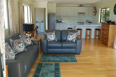 Kohinui Glade Holiday Cottage - Parua Bay - Guesthouse