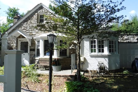 Charming Cape Cod in quaint Hastings on Hudson NY - Hastings-on-Hudson - Andere