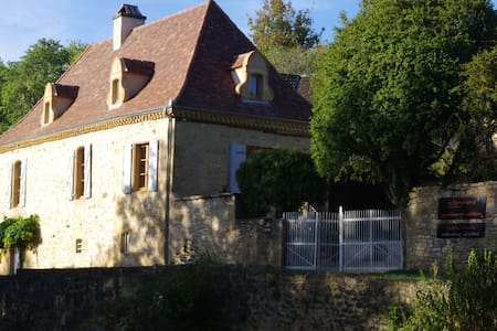 """""""l'ostal d'ocra"""", chambre d'hôtes j. avec piscine - Guesthouse"""