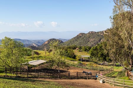 Charming Cottage on horse ranch in the Malibu Mtns - Malibu - Chambres d'hôtes