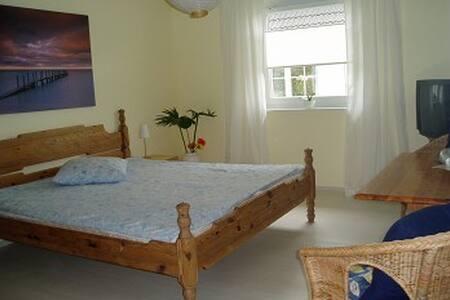 Gemütliches ruhiges Zimmer, Zentrums- & Strandnah - Haus