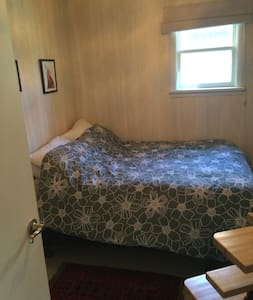 Comfortable room near down town - Calgary - House