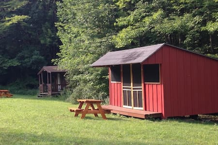 Rustic Camping Cabin 2 w/access to 20 miles trails - Freeville - Cabaña