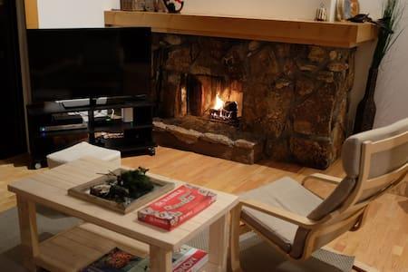 Private room in sleek 2BR cabin - Tahoe City - Kulübe