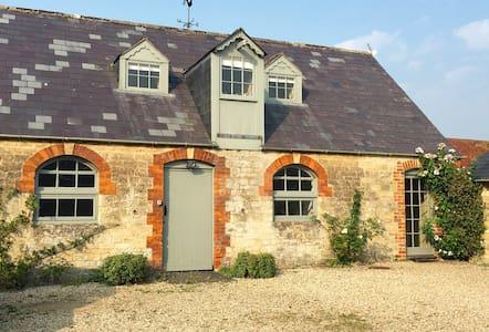 Charming Cottage, Lea, Malmesbury - Lea - Apartamento