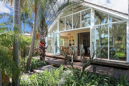 3 Bed+Spa Hidden Tropical Paradise - Maylands
