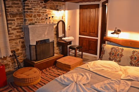 Fyloma #1 - Traditional guesthouse in Pelion - Bed & Breakfast