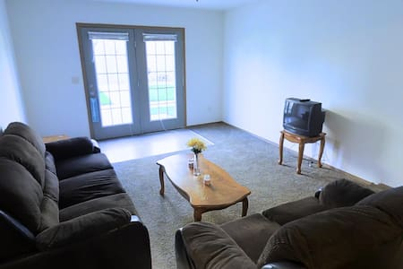 2 Bed/2 Bath Apartment Close to Interstate - Apartament