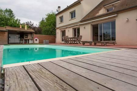 Belle villa au calme proche de Paris - Villecresnes