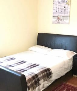 Great room, Great location - Northolt - Huis