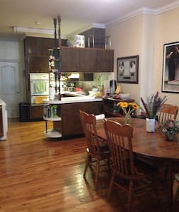 Private room in fully furnished apartment in Cobble Hill/Brooklyn Heights! Spacious living room with big couches, large TV and surround sound. All kitchen appliances and dining table for 6. Minutes from 2,3,4,5,A,C,F,G, R trains.