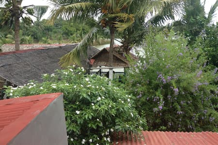 3 minutes from KLO Airport - House