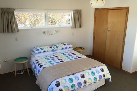 Sunny, quiet, cheap and friendly! - Palmerston North - House