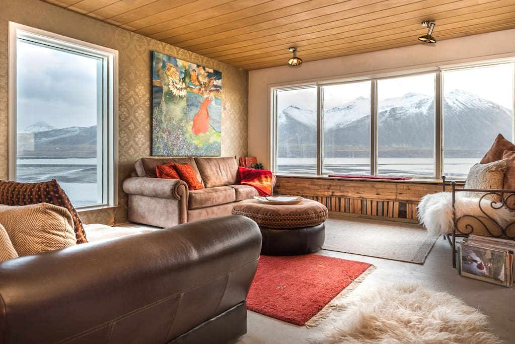 Shared Living Area. Views South, east and West!