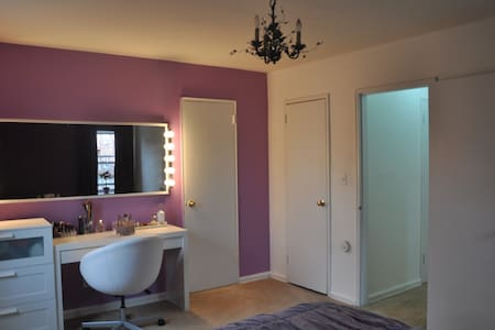 Private room in 1 bedroom apt 15 min from NYC - Apartmen