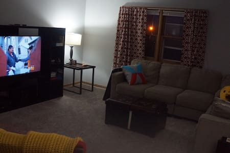 Comfortable, Quiet Entire MKE Apt! - Flat