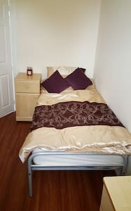 Lovely Single Room Available - Pis