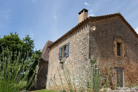 Le Mazet, a characterful cottage - Dom