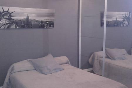 Chambre Proche Eurexpo et Stade - Bron - Appartement